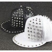 Nouveau snapback chapeau Modèle Pleine Peau Rivet homme Hip-Hop Chapeaux En Gros mâle Madame Marée marque Amateurs de Baseball cap femmes PU en cuir cap