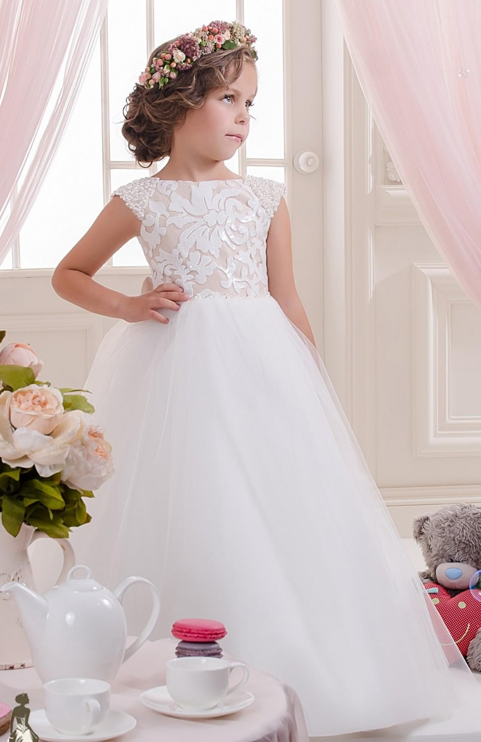 2016 Lace Pearls Off Shoulder Tulle Flower Girl Dresses Vintage