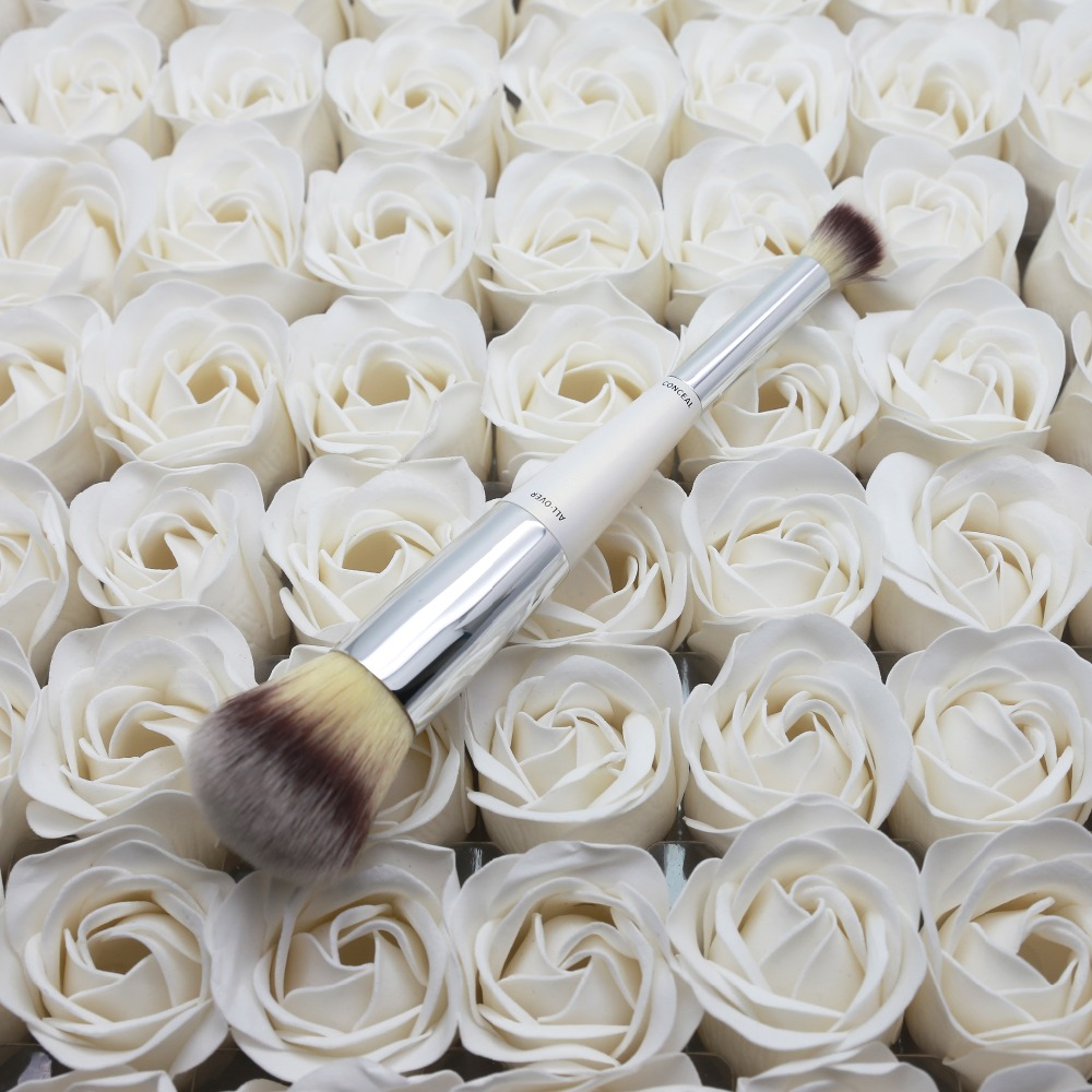 Its cosmetics allover makeup brushes N0.7 pearl white