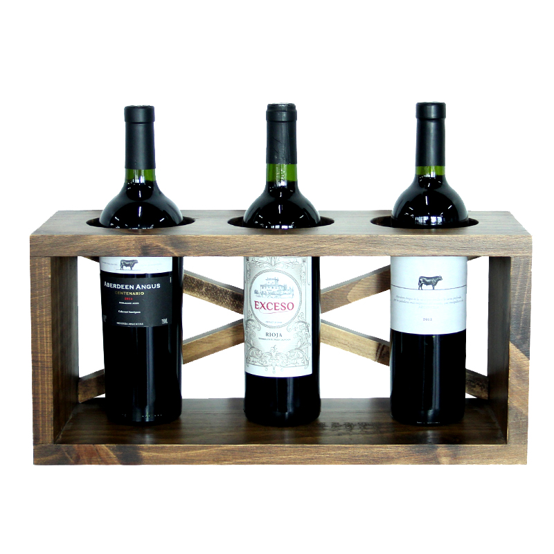 Die Weinregale bestehen aus Holz