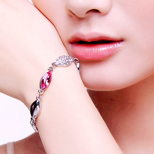 Women's wedding Valentine's Day gift to send his girlfriend crystal bracelet female Korean sweet jewelry jewelry creative time