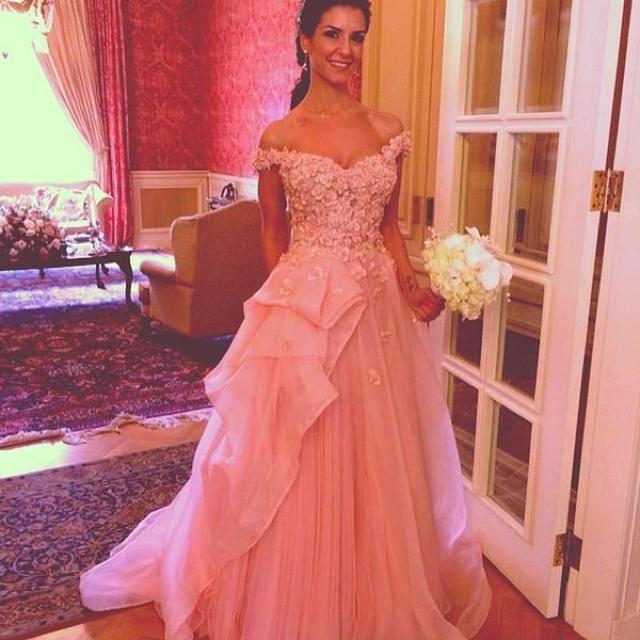 Gorgeous Pink Lace appliques Prom Dresses Sexy v neck Off Shoulder Flower  Ruffle long Evening Dress robe de soiree a01e5e5f7b32