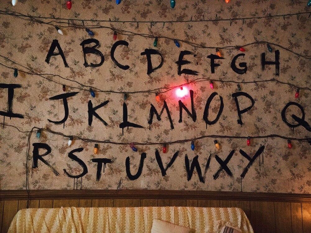 """"""" Stranger things """"naszyjnik, Handstamped alfabetu światła ściany wisiorek z potworem Charms jedenaście koraliki naszyjnik hurtownie w Naszyjnik z wisiorkiem od Biżuteria i akcesoria na  Grupa 2"""