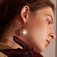 купить SexeMara Fashion Jewelry Earrings Female Valentine's Day Gold Pearl Earrings For Women Earring Zinc Alloy Faux Pearl Earrings по цене 31.68 рублей
