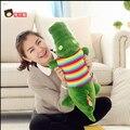 70 cm cocodrilo de dibujos animados almohada de felpa personal de los animales cocodrilo con ropa juguetes de la muñeca