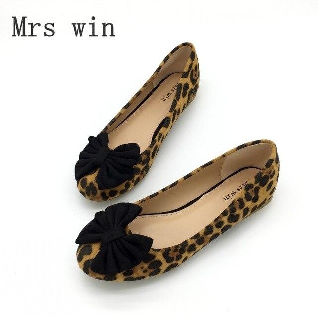 0f5125851 Moda Estampa de Leopardo Gravata Borboleta das Mulheres Apartamentos  Primavera Outono Rebanho Rodada Toe Deslizamento Em