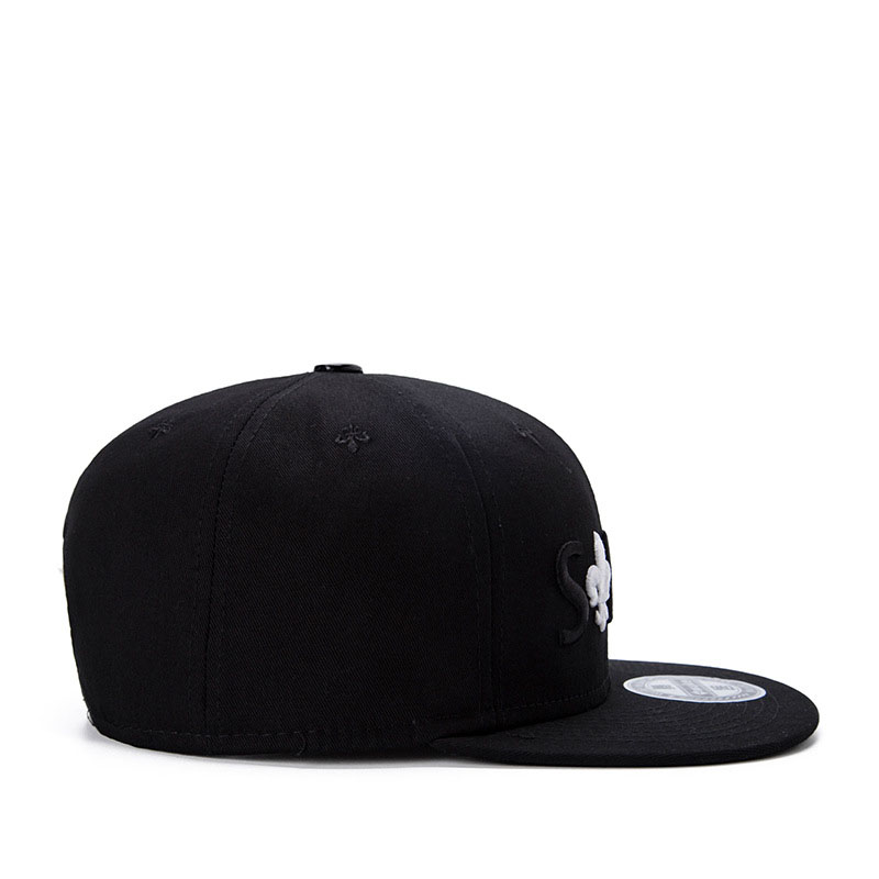 black snapback hat 01