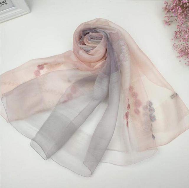 ef28f25cd6ed Laine Soie Écharpe Femmes Pashmina soie tissu Lumière Rose Gris Floral  foulards Naturel Tissu Doux et