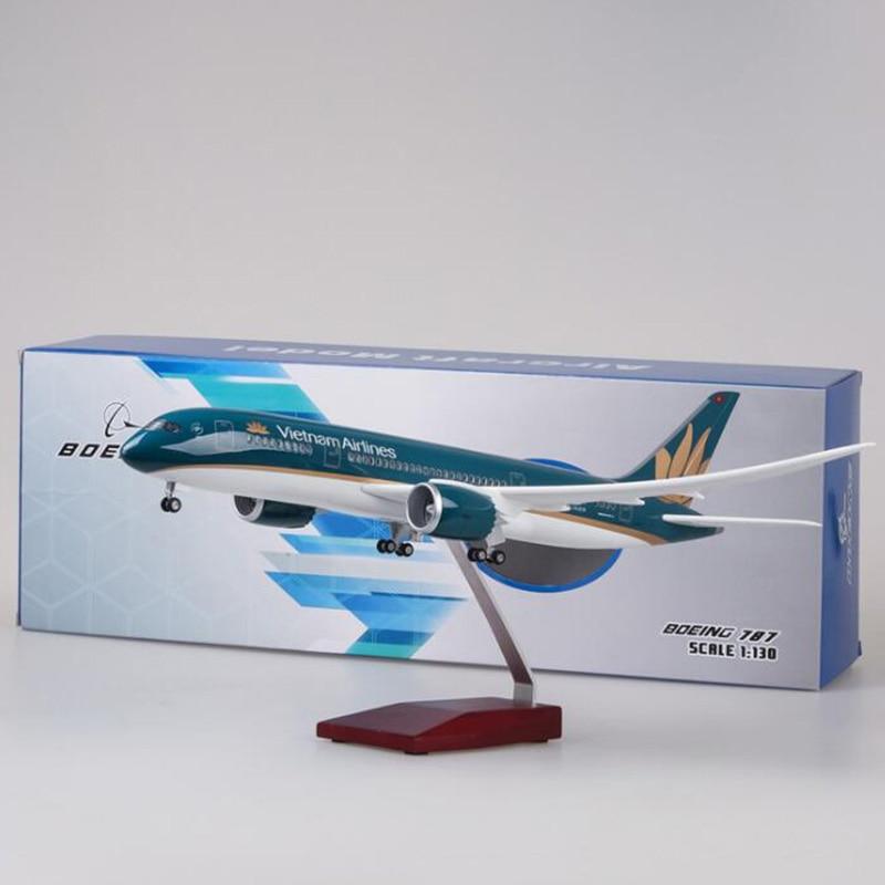 Escala 1/130 47 cm avión Boeing B787 Dreamliner aviones Vietnam Airlines modelo W luz y Ruedas de fundición de avión-in Troquelado y vehículos de juguete from Juguetes y pasatiempos    2