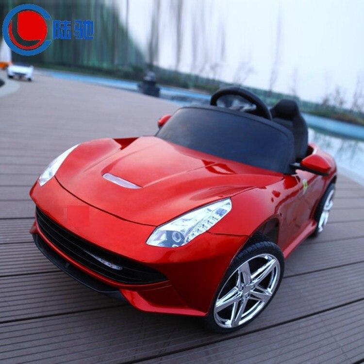 Envío libre Los Niños coche eléctrico puede sentarse cuatro ruedas motrices dobles cochecito de bebé de coche de niño de Coche eléctrico para niños con control remoto en coche de juguete de control remoto