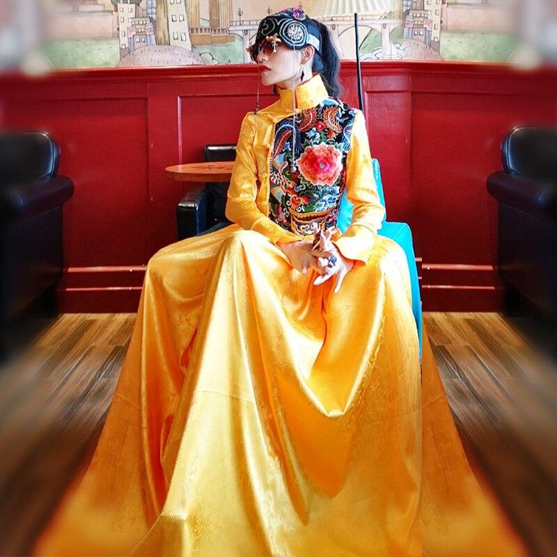 100% Kwaliteit Elegante Gouden Borduurwerk Bloem Jurk Chinese Nationale Stijl Vrouwelijke Handgemaakte Knop Lange Mouwen Gown Noble Banket Prom Kostuum