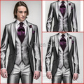 2017 Nova Venda Quente Um Botão Cinza de Prata Do Noivo Smoking Pico Lapela Groomsmen Best Man Mens Suits Casamento (Jacket + calça + Colete + Gravata)