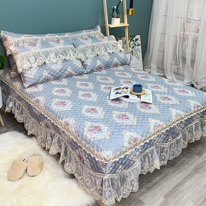 FAMVOTAR Luxury Lace Edge 60S Quilted Bedspread Set European style Floral Ruffled Bed Spread Rose Print