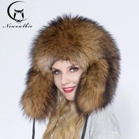 Настоящее Всего енотовидная собака шапки с меховым помпоном женские шапочки шляпа натуральный мех енота для Для женщин зимние шапки