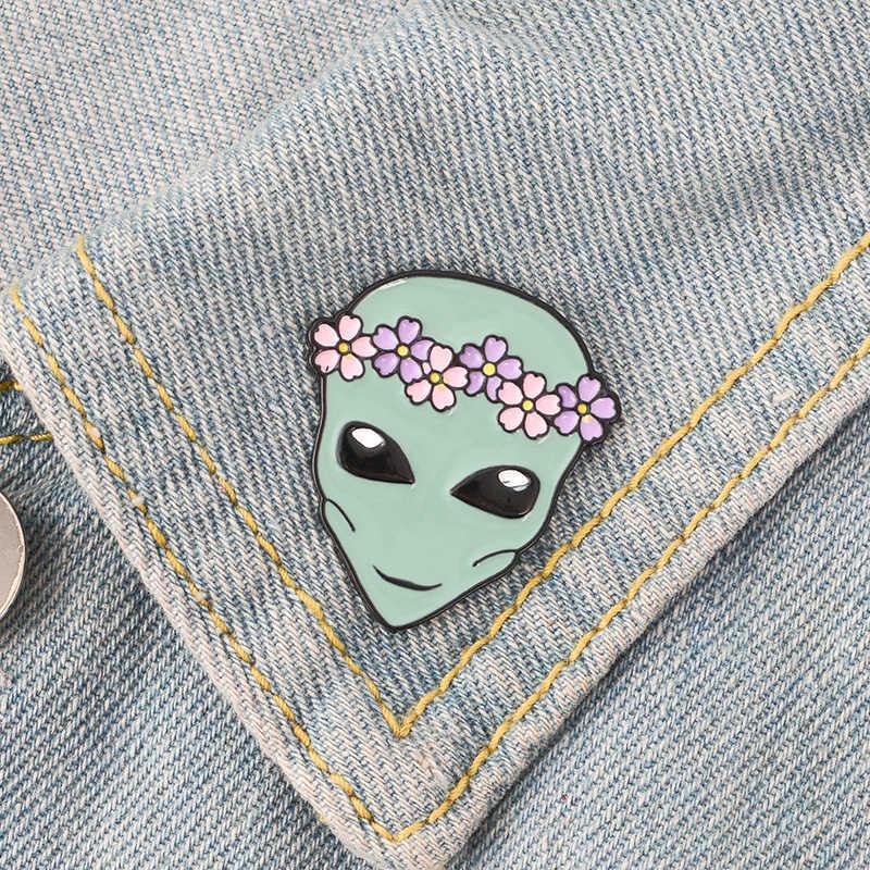 Nuovo Arrivo! Alien Divertente Sveglia Outer Space ET Corona di Fiori Alieno Piattino Uomo Morbido Smalto Spille Spilli Per Gli Amici