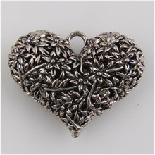 Metal charm 3 large heart-shaped Tibetan silver jewelry pendant production found