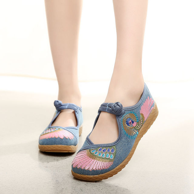 2016 Fashion Women Shoes Old Beijing Flats Casual Shoes Chinese Style Embroidered Cloth Plus Size 2 Colors