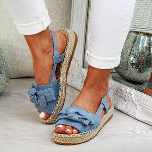 Image 1 - גדול גודל נשים סנדלי סנדלי בד קיץ שטוח נשים נעלי בית עם פלטפורמת אופנה נעלי נשים עם אבזם אבזם ציוץ L10