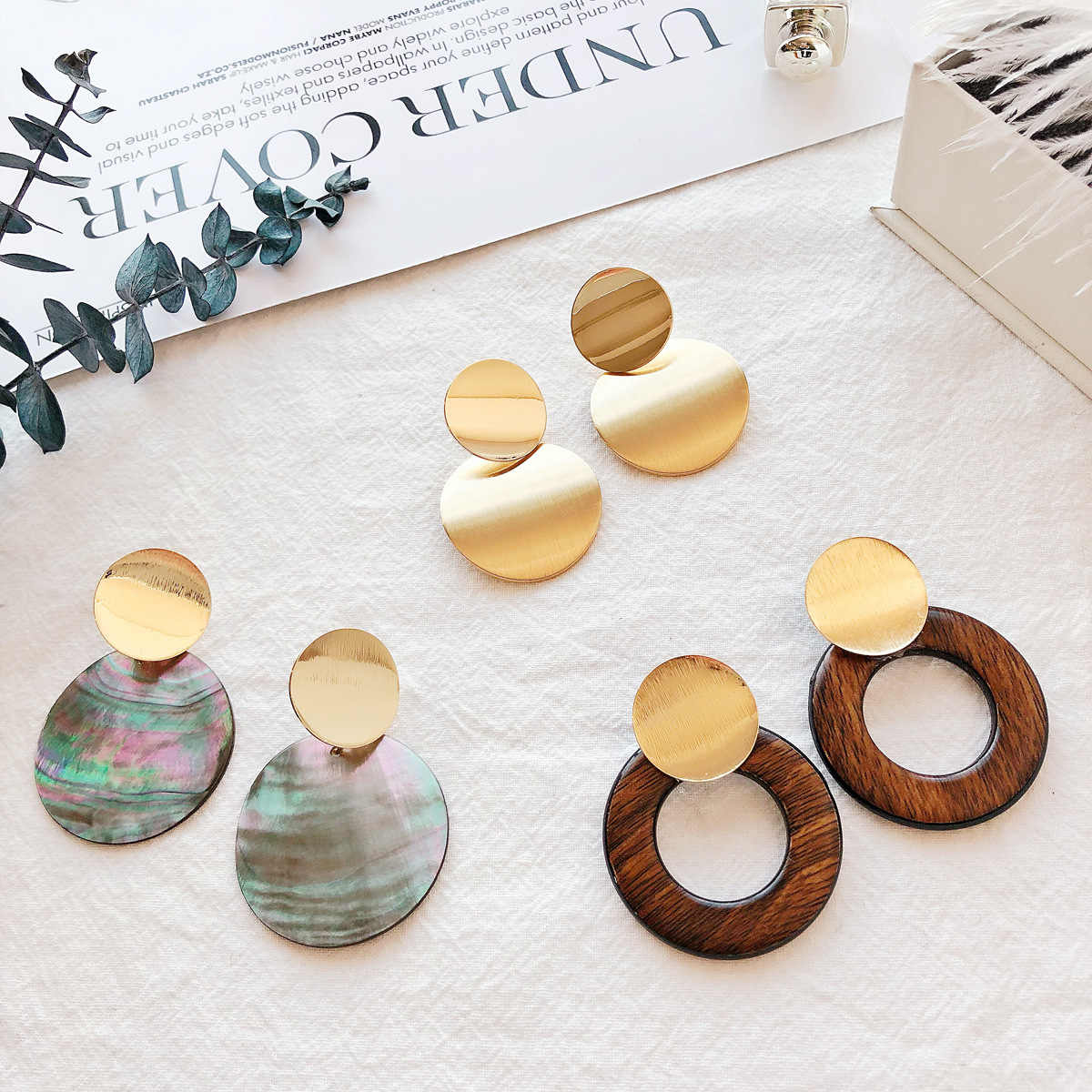 New Fashion Gold Color Geometric Metal Sequins Statement Drop Earrings for Women Brown Wood Circles Pendientes Brincos 2019