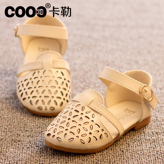 8d0065dd00625 Stock children s shoes girls hot sale 2018 spring korean fashion girls  sandals princess cut-outs child slipper lovely loafer