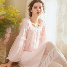 a3972cef3 Linda Princesa Rendas Camisola Vestido de Noite Das Mulheres Sleepwear  Estilo Tribunal Do Vintage Malha de Manga Comprida Vitori.