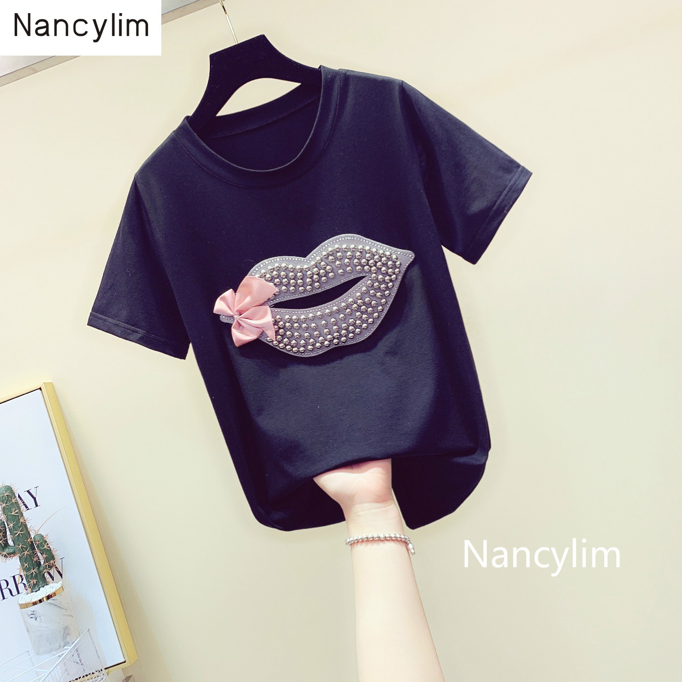 Plus Size Tee Nail-beaded Lip-print Bow-tie T-shirt with Round Collar Loose Korean Tshirt Girl Lady New Summer Shirt Shirts Tops image