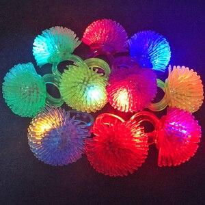 Image 4 - 30 teile/los Led Spielzeug Für Party Luminous Glow Ring Geschenk Weihnachten Spielzeug Erdbeere Weiche Licht Up Spielzeug Für Kinder Glow in Der Dunkelheit
