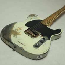 Handwork Heavy Aged Relic Electric Guitar with Ash Body in White Color, guitar parts, Brass Saddle bridge