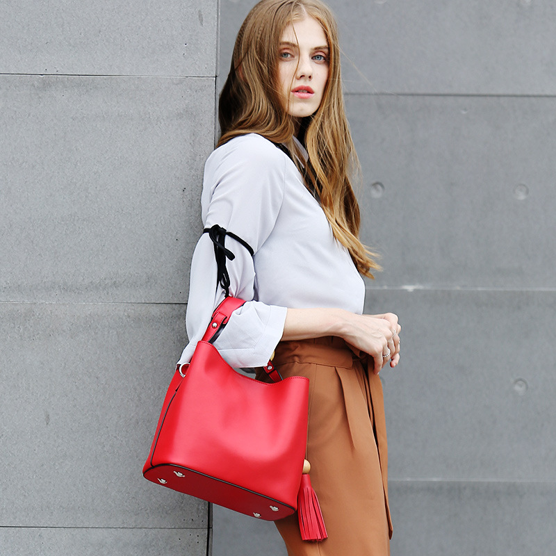New Genuine Leather women's Tassel Bucket Bag 2018 Four seasons Fashion Handbags Simple Ladies Tote Shoulder Messenger Bags bucket bags women genuine leather handbags female new wave wild messenger bag casual simple fashion leather shoulder bags