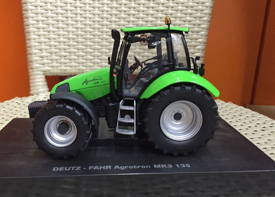 Universal hobbies DEUTZ-FAHR AGROTRON 135 MK3 1:32 Scale Tractor UH5245 mystery 11 1v 2200mah lithium polymer rechargeable battery