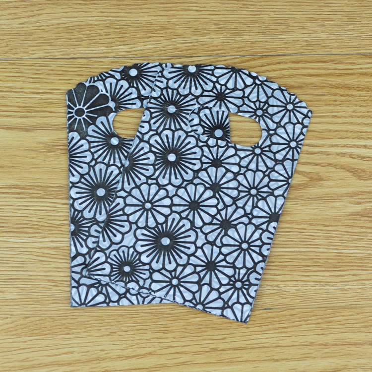 Lovely Flower Pattern Plastic Gift Bags 9*15cm Jewelry Gift Bags With Handle Korea Style Black Packaging Carring Pouches Bolsas