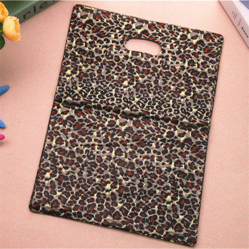 2017 New Design Wholesale 100pcs/lot 30*40cm Luxury Leopard Packaging Bags Large Plastic Shopping Gift Bags With Handle
