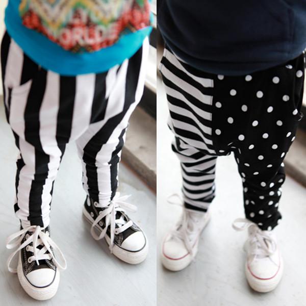 Frete grátis chegam novas Roupas criança do sexo masculino calças 2014 primavera esportes casuais harem pants listra preto e branco 0-3 v