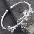 Cherry flower women fashion open bangle in silver plated wihte copper material black and white two color