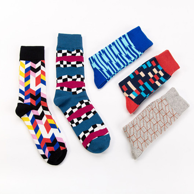 New Arrived 2018 Hot Men Women Happy Socks Strawberry Colorful Design StreetWear Cotton Long Crew Socks For Holiday gifts