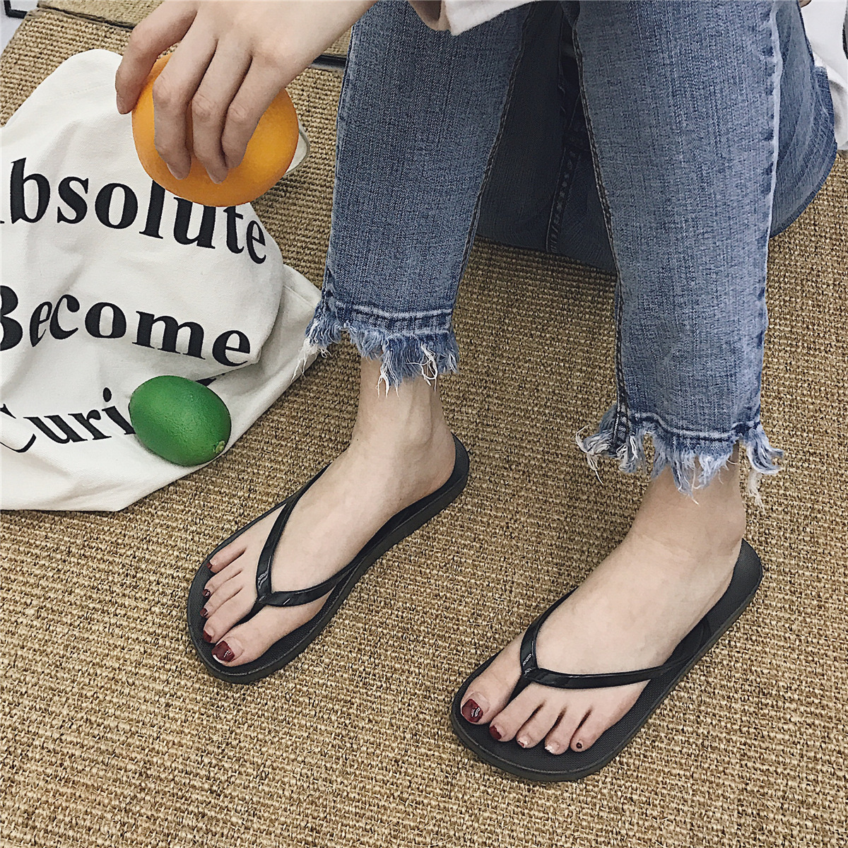 Schnelle Lieferung Female Summer Non-slip Flat-bottomed Herringbone Solid Color Pinch Sandals And Slippers Outside Wearing Female Beach Shoes