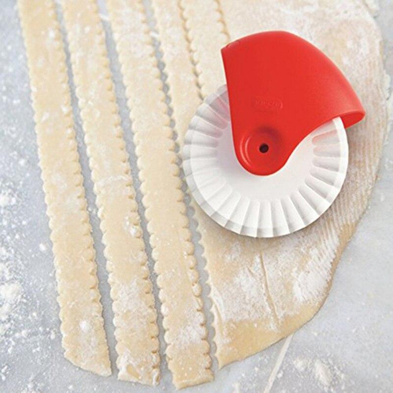 1Pc Pasta Tool New Noodle Maker Lattice Roller Platen Dough Cutter Tool Kitchen Helper Pasta Maker DIY Wave Dough Cutting Tools in Spaetzle Makers from Home Garden