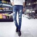 Новая коллекция весна 2016 мужская мода Тонкий Корейской версии тенденция отбеливатель отверстие джинсы стрейч прямые сплошной цвет джинсовой брюки