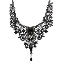 Černý gotický náhrdelník pro ženy – háčkovaný