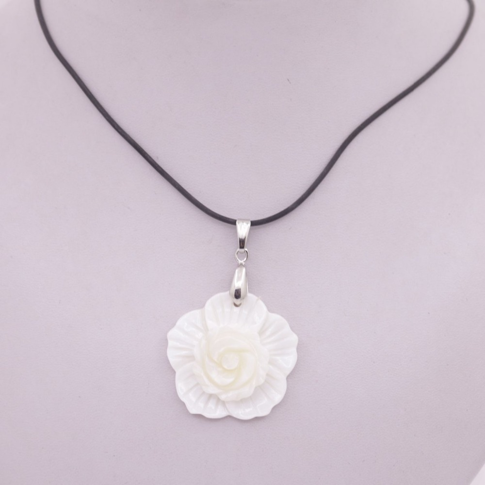 Купить с кэшбэком Natural White Mother of Pearl Shell Flower pendant Jewelry 35mm
