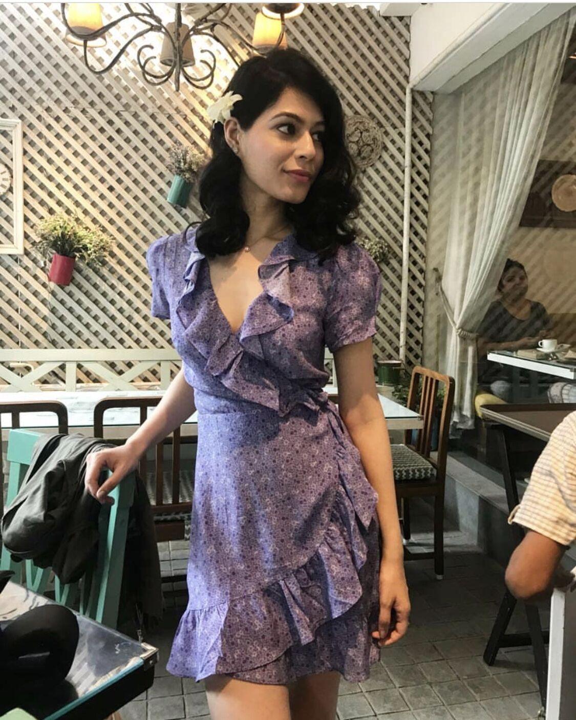 Femmes robe réel Polyester a-ligne Vestidos Mujer 2018 été femme chaude robe Lotus feuille impression col en v à manches courtes sangle