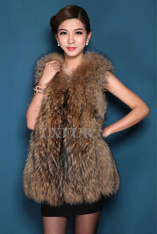 Women Real Raccoon Fur Vest Classical Sleeveless Outwear Gilet Whole-Hide Waistcoat LX00297 - LuxuryFur store