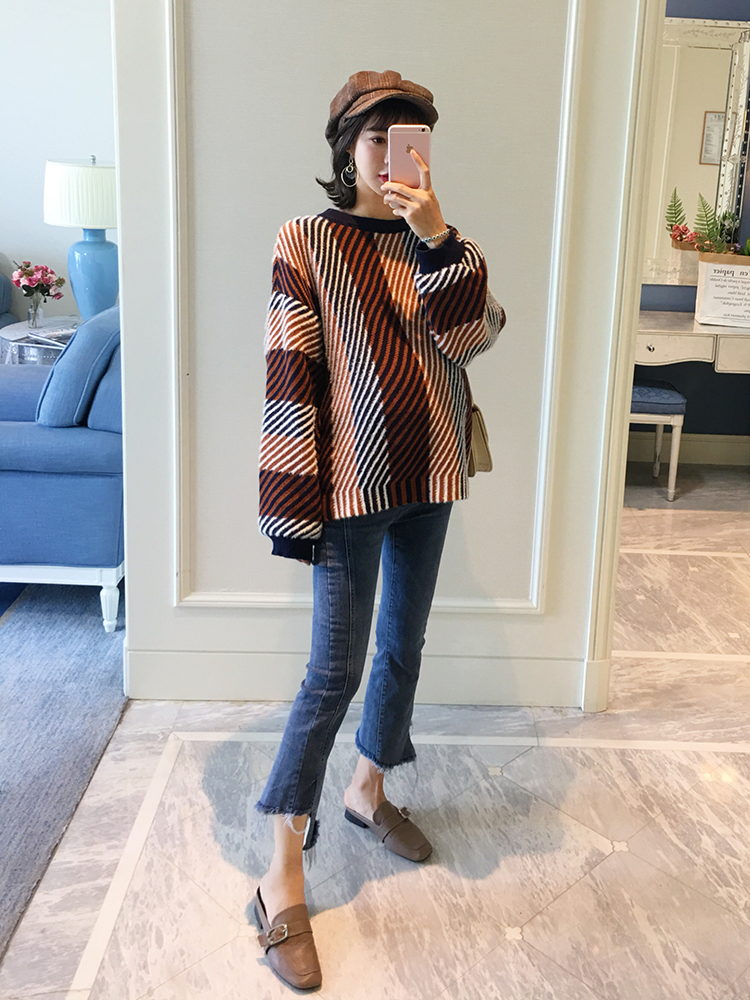купить Pregnant women autumn shirt 2018 new diagonal stripes tide mom fashion loose trumpet sleeve knit sweater maternity dress по цене 3351.6 рублей