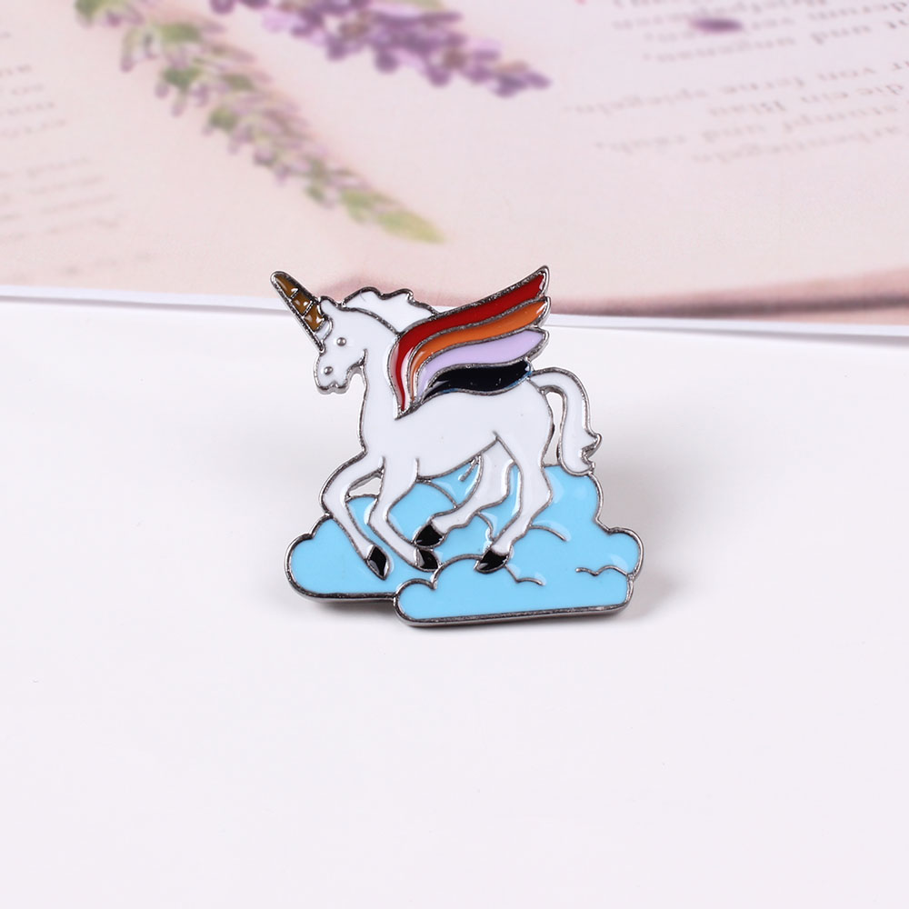 Free Shipping Cartoon Cute Horse Unicorn Brooch Pins Badge Pin Jeans Bag Clothes Decoration For Women Gift Jewelry Wholesale