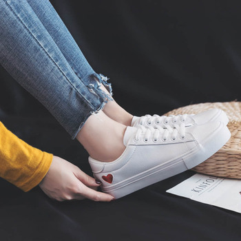 Leather Woman Shoes Fashion New PU Ladies Breathable Cute Heart Flats Casual White Sneakers