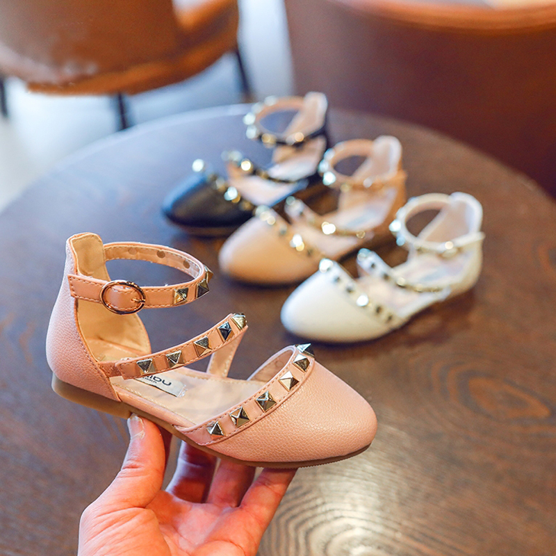 Nice girls shoes summer V rivet sandals children princess dress stylish  dance ballet shoe wedding T strap fille chaussures-in Sandals from Mother    Kids on ... 5bfa0f3919a5
