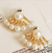 2017 Round Brincos New Hot Sale Lead-tin Alloy Earings Fashion Korean Small Imitation Pearl Earrings Dragon Hand Ear Cuff Stud(China)