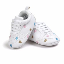 Купить с кэшбэком Delebao PU Leather Multi-Heart Knitting Lace-up Soft Sale Newborn Baby Shoes First Walkers For 0-18 Months Wholesale