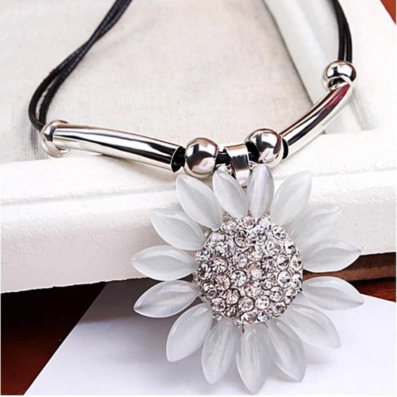 N234 high 2019 New Hot Sell Women Jewelry Vintage Sunflower Pendant Necklace For women Wholesale