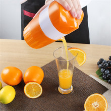 Manual plastic Orange Juicer Plastic Hand Manual Orange Lemon Juice Press Squeezer Fruits Squeezer Citrus Juicer Fruit Reamers недорого